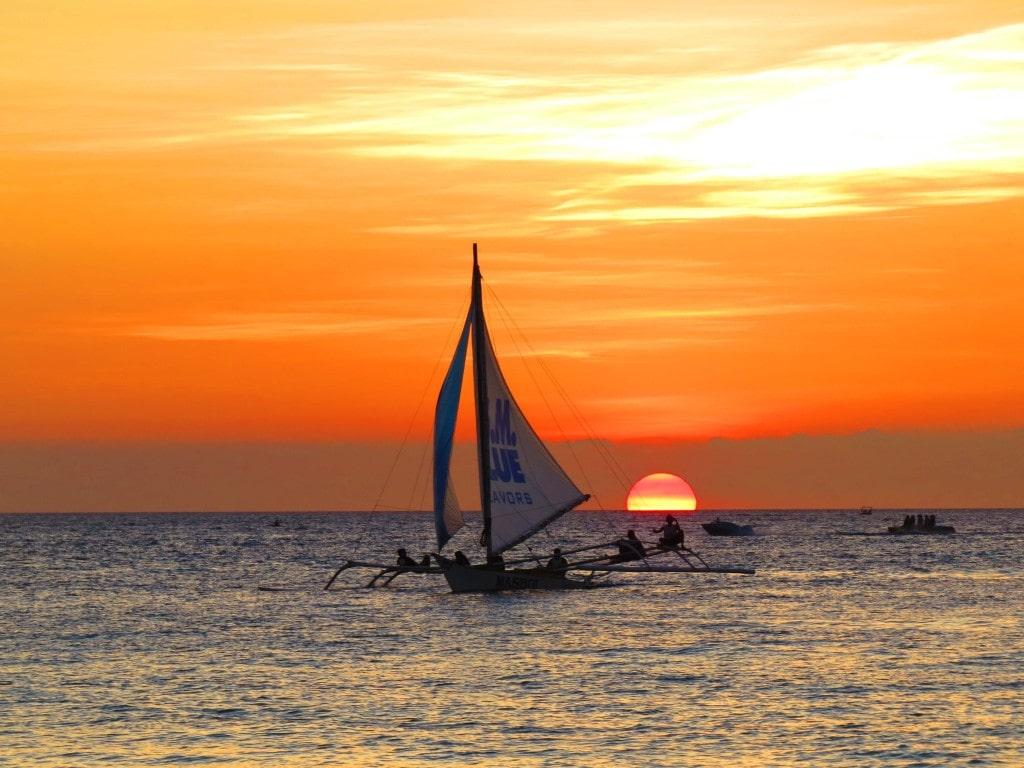 Sunset boat trip in Boracay