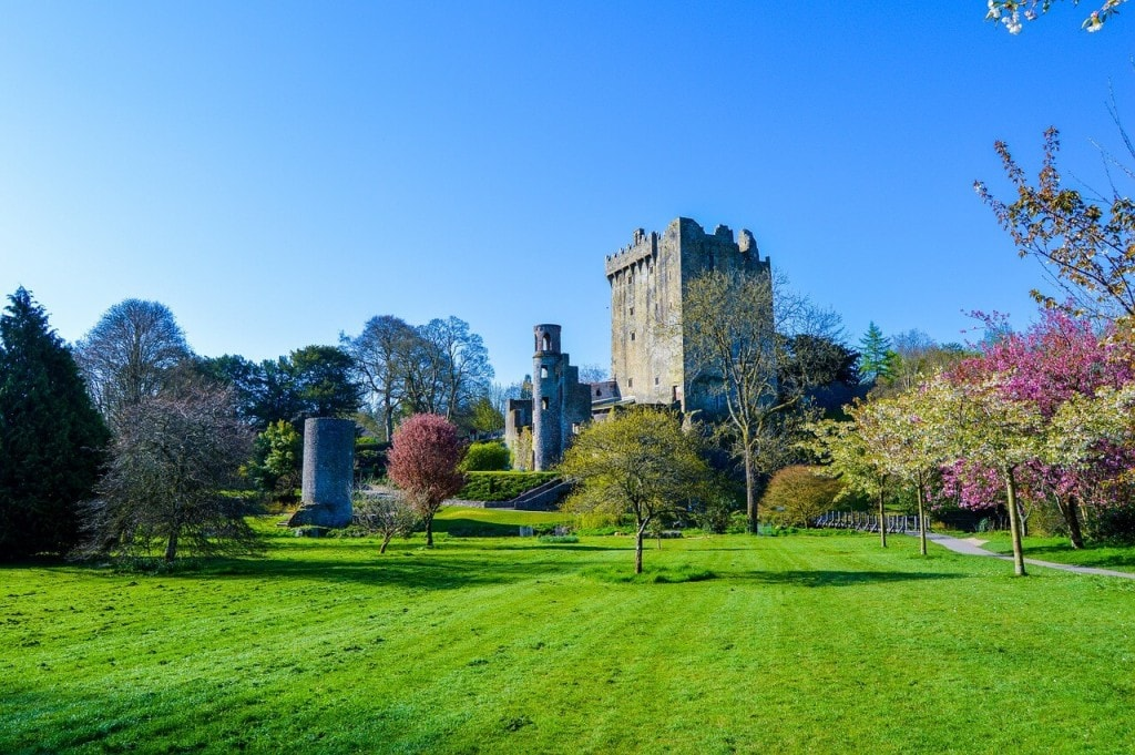 Ireland Co. Cork Blarney Casstle - kissing the Blarney Stone