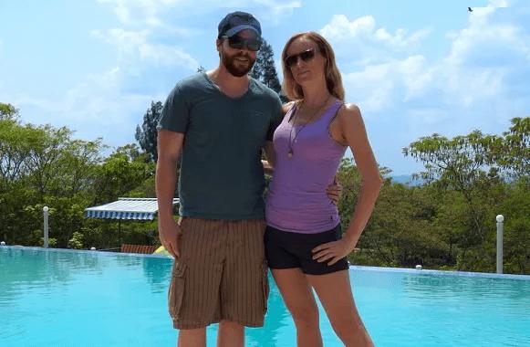 Couple travel bloggers - Adoration 4 Adventure