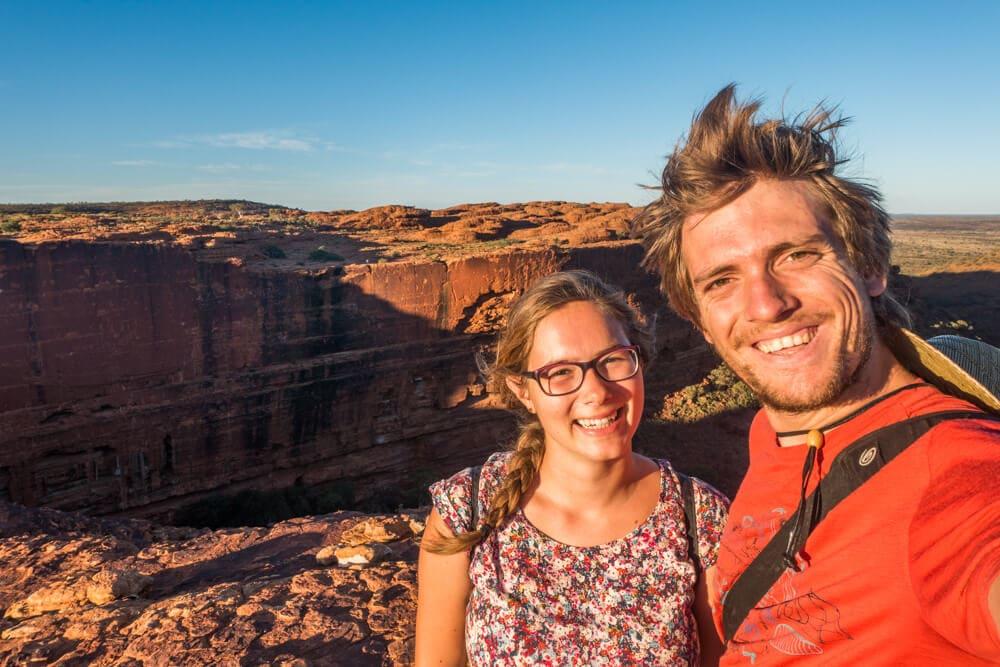 couple travel bloggers - Wondering World