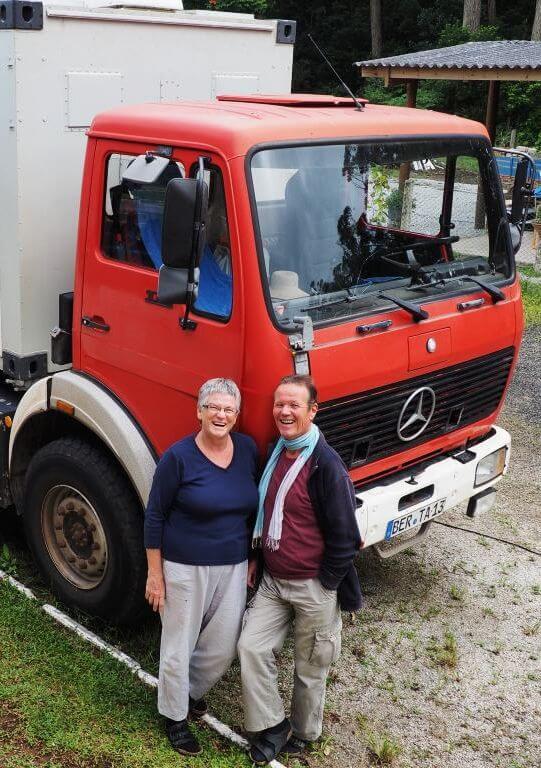 Dare 2 go - Incredible Couple Travel Bloggers To Follow