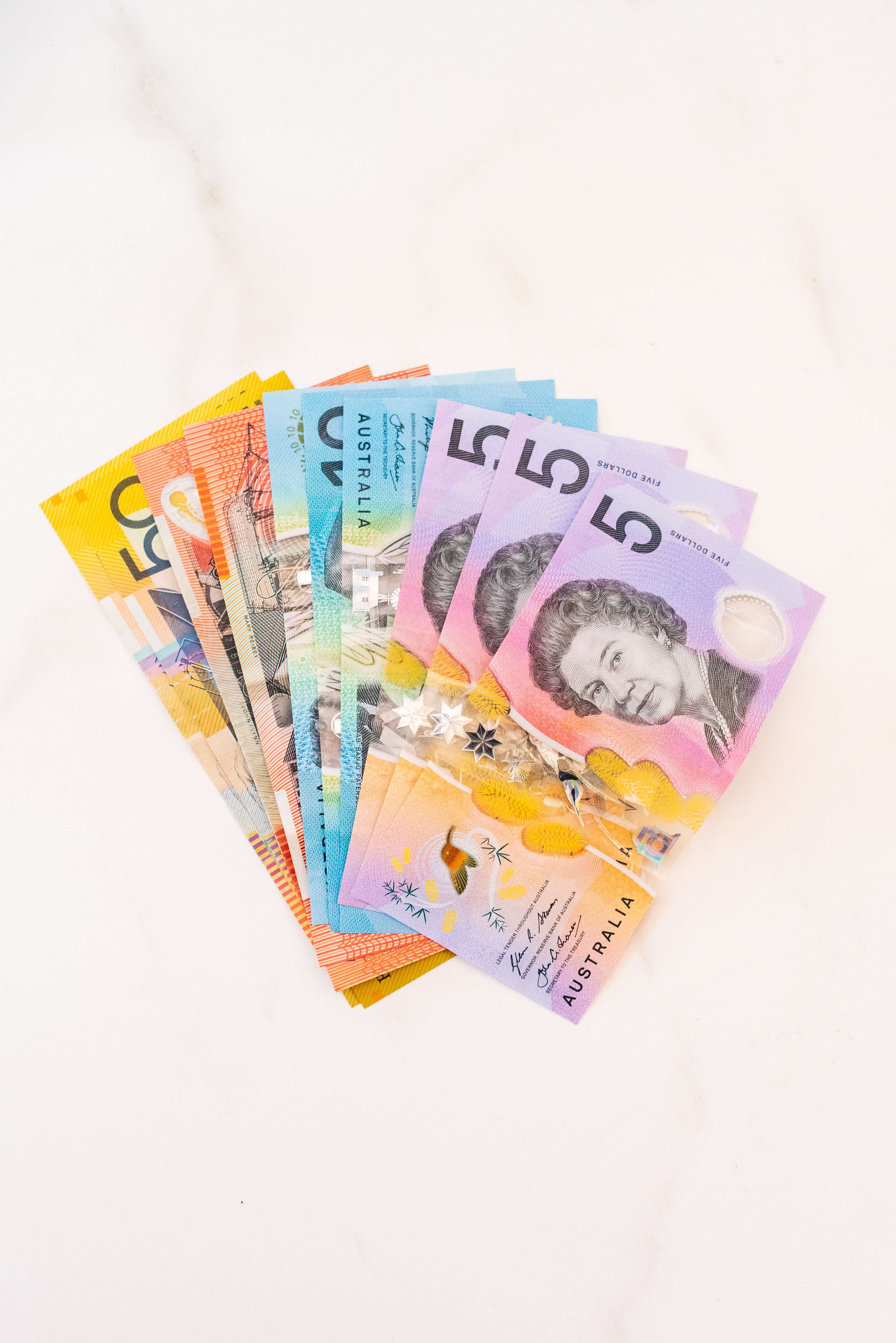 Moving to Australia? Wondering how much money you need? It's recommended to have $2.500+