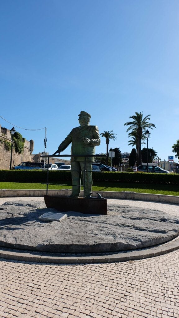 Keep going and walk past the statue of King Carlos(the captain with the moustache).